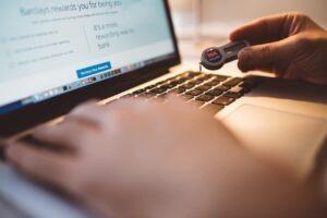 Protege los datos con copias de seguridad y bases de datos